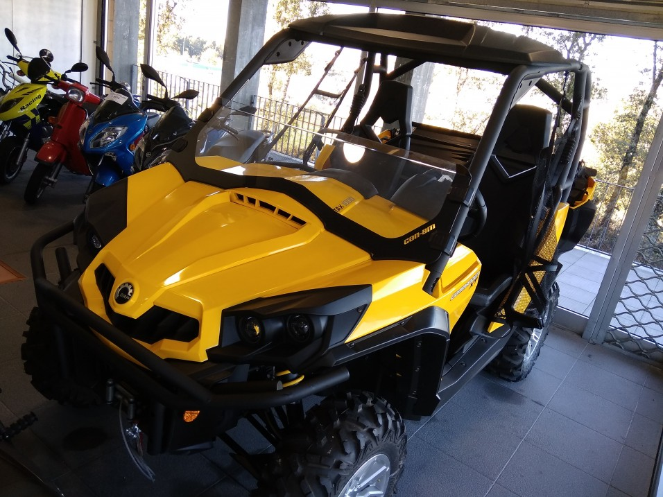 CAN-AM COMMANDER XT